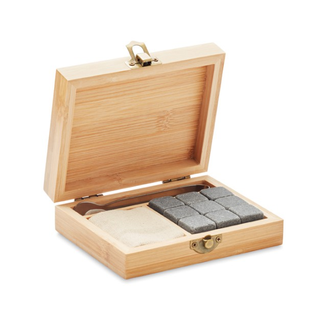 Set whisky in bamboo
